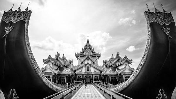 Lâu đài Karaweik ở Yangon, Myanmar