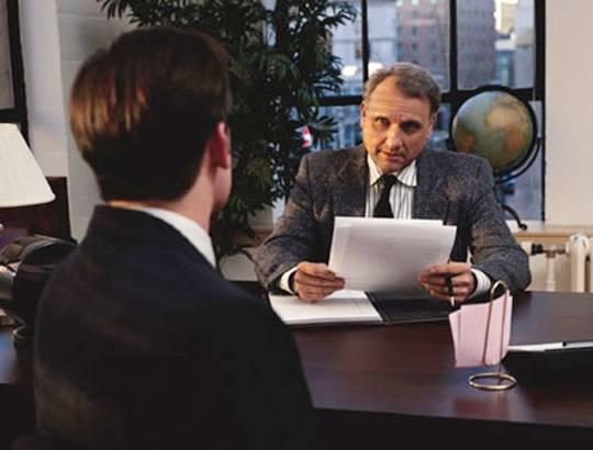 Khi đi phỏng vấn, bạn nên ăn mặc gọn gàng, lịch sự. Ảnh: atlantic