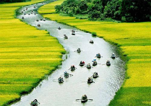 Thiên nhiên ưu đãi cho Ninh Bình một vùng đất sơn thủy hữu tình.