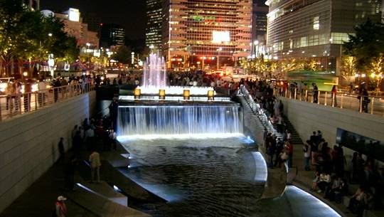 Seoul_Cheonggyecheon_night