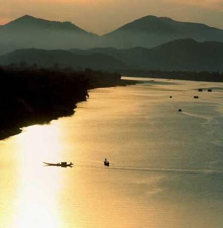 Description: Du lịch Huế-Sông Hương Núi Ngự