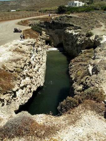 Bãi biển trong hang động ở Hy Lạp