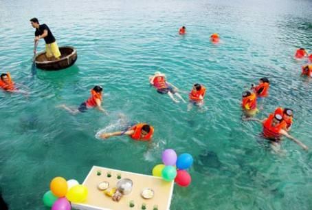 Tắm biển ở đảo Bình Ba