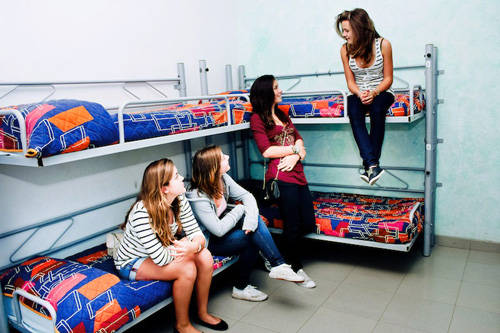 come-with-your-friends-and-enjoy-barcelona-with-mar-hostel-1377593225
