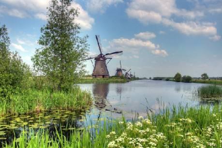Ngôi làng cối xay gió nổi tiếng Kinderdijk.