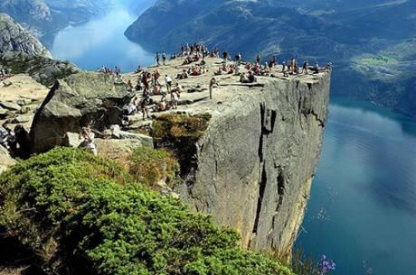 Vách đá Preikestolen