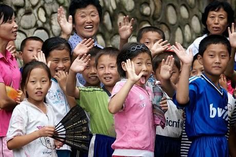 Nụ cười của các em nhỏ Triều Tiên.