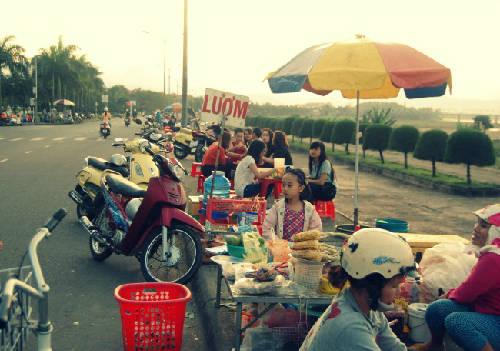 """Các con đường ăn vặt """"rất chất"""" ở Quảng Ngãi."""