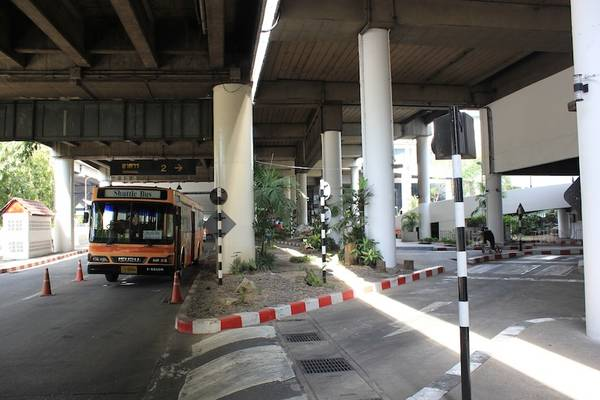 Shuttle bus chạy giữa hai sân bay lớn của Bangkok