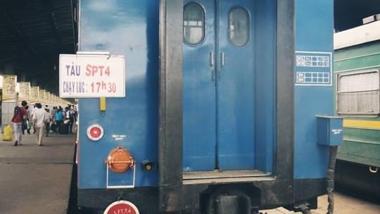 Tàu SPT4 (Saigon – Phan Thiết) khởi hành 17h30', đến ga Phan Thiết 21h28'