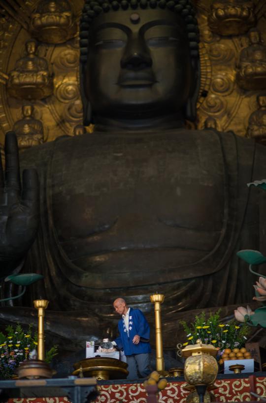 Tượng Phật Daibutsu bằng đồng lớn nhất thế giới ở chùa Todaiji