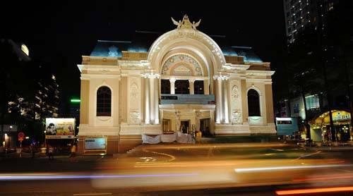 Nhà hát lớn ở TP HCM, nơi Leon có buổi biểu diễn đáng nhớ. Ảnh:Panoramio.
