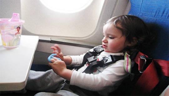 United-Airline-quy -dinh-du-lich-cho-tre-em