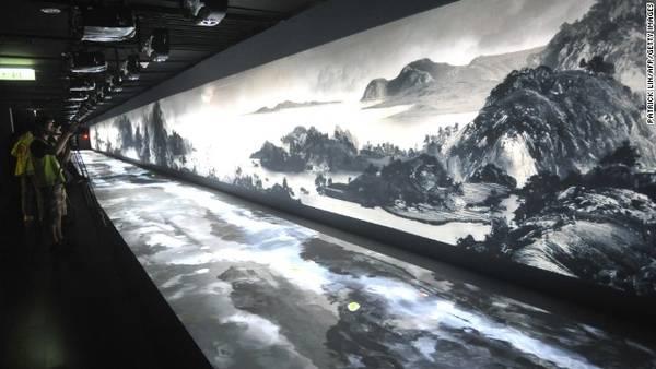 Với một bộ sưu tập vĩnh viễn của hơn 650.000 mặt hàng, Bảo tàng Cung điện Quốc gia Đài Bắc có bộ sưu tập lớn nhất các hiện vật và tác phẩm nghệ thuật trên thế giới Trung Quốc.