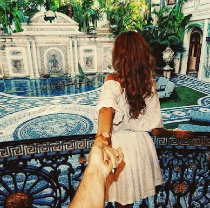 """""""Follow me to"""" Versace Mansion Miami, Mỹ, Instagram của Osmann vào ngày 5/12/2013."""
