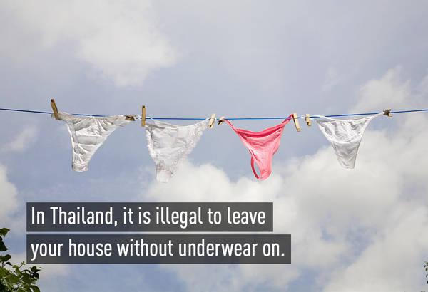 Tại Thái Lan, ra khỏi nhà mà không mặc đồ lót là bất hợp pháp.