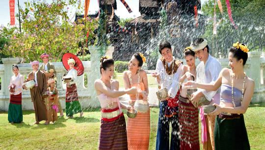 Songkran-Thai-New-Year-Festival-ivivu