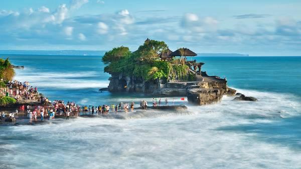 den-Tanah-Lot-o-dao-Bali-ivivu