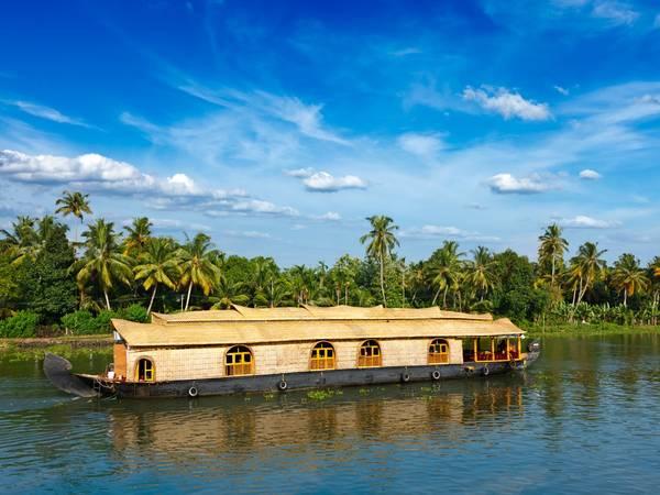 ivivu-navigate-the-backwaters-of-kerala-india-on-a-houseboat