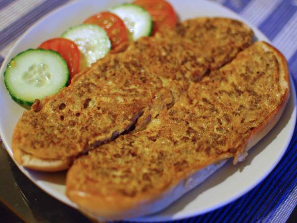 ivivu-sample-a-roti-john-a-popular-breakfast-sandwich-in-malaysia-with-minced-meat-sardines-egg-and-chopped-onions
