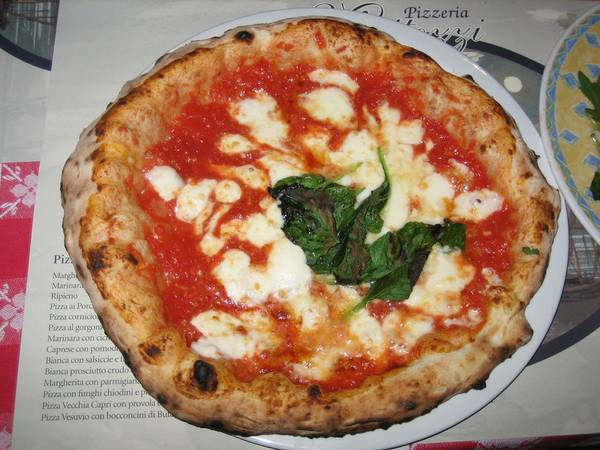 ivivu-taste-some-of-the-best-pizza-in-the-world-in-naples-italy