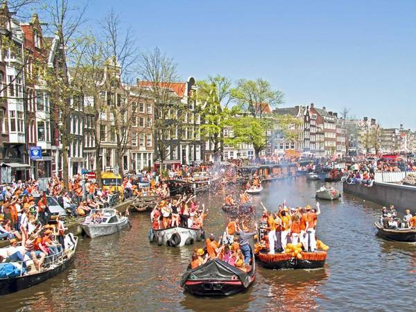 ivivu-toast-to-the-royalty-of-amsterdam-on-queens-day-when-people-dress-in-orange-and-party-all-night-in-the-netherlands-capital