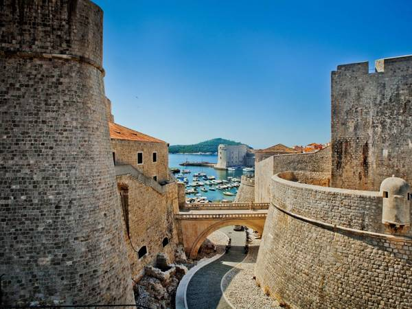 ivivu-walk-along-the-walls-of-dubrovnik-which-have-protected-the-croatian-city-since-the-7th-century