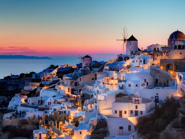 ivivu-watch-the-sun-set-over-the-mediterranean-sea-from-santorini-one-of-the-most-beautiful-greek-islands