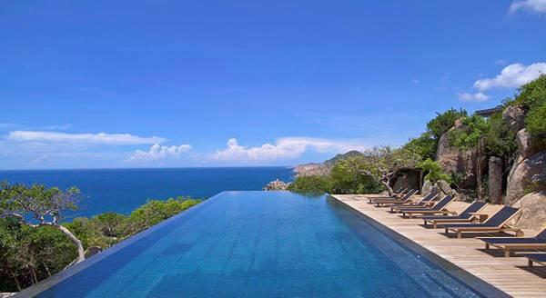 Amanoi Resort nhìn ra vịnh Vĩnh Hy, biển Đông có làn nước xanh như ngọc