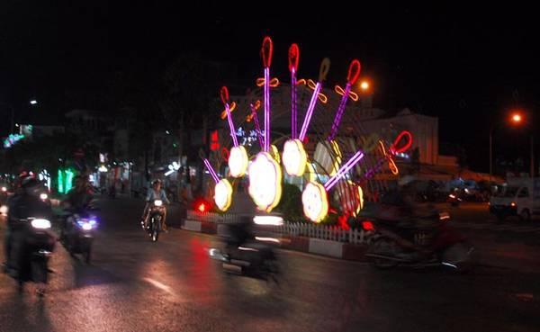 Đờn cách điệu trên đường Trần Phú