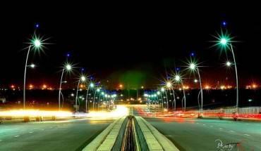 Cầu Thủ Thiêm: Cầu Thủ Thiêm dài 1.250 m nối quận Bình Thạnh và Q,2. Vào thời gian mới thông xe, đây là cây cầu có view đẹp nhất Sài Gòn. Vì lý do đó, dù bị cấm tụ tập, nơi đây vẫn trở thành điểm hóng gió của đông đảo giới trẻ.