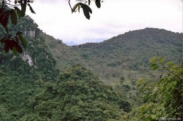 Vùng núi chùa Hương.