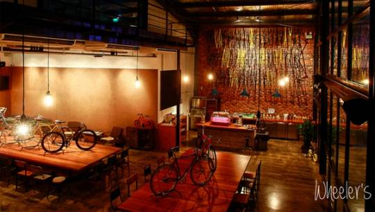 quan-cafe-chat-singapore-featured-ivivu