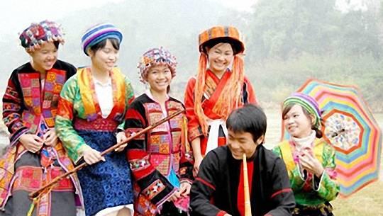 to-chuc-thi-nguoi-dep-cho-tinh-khau-vai-featured-ivivu
