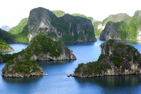 Thắng cảnh Vịnh Hạ Long ở Quảng Ninh