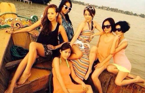 Xa Thi Mạn cùng bạn bè ở Đà Nẵng.
