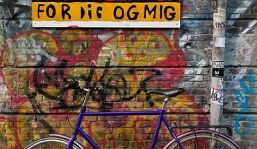 Thị trấn này nằm bên ngoài luật pháp của Đan Mạch và sử dụng đồng tiền riêng của mình ( nơi đây thường được gọi là Freetown Christiania).