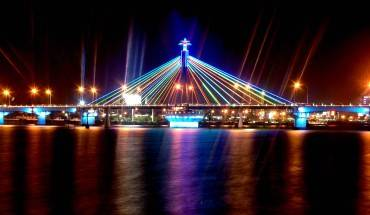 Cầu sông Hàn - cầu quay đầu tiên của Việt Nam tại Đà Nẵng.