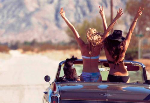 Những mối quan hệ mới cũng là tài sản quý báu bạn có được sau mỗi chuyến đi.