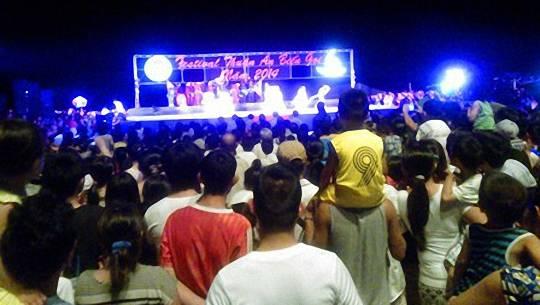hang-van-du-khach-do-ve-festival-thuan-an-bien-goi-f-ivivu