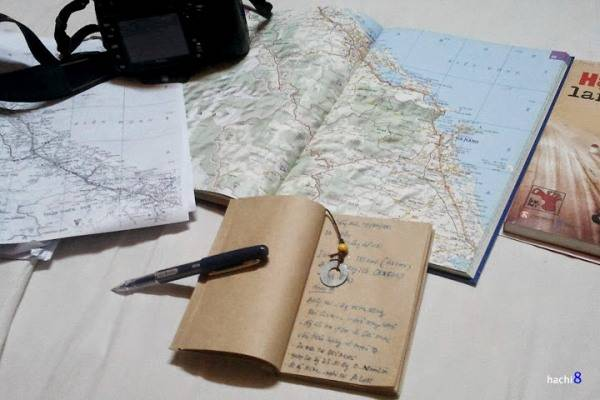 Tập bản đồ, những thông tin ghi chú cẩn thận trước khi đi sẽ giúp nhiều cho hành trình dài ngày