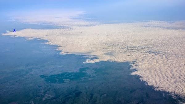 Biển mây tuyệt đẹp nhìn từ máy bay.