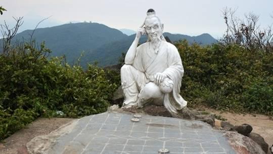 len-dinh-ban-co-ngam-canh-da-nang-ivivu-2