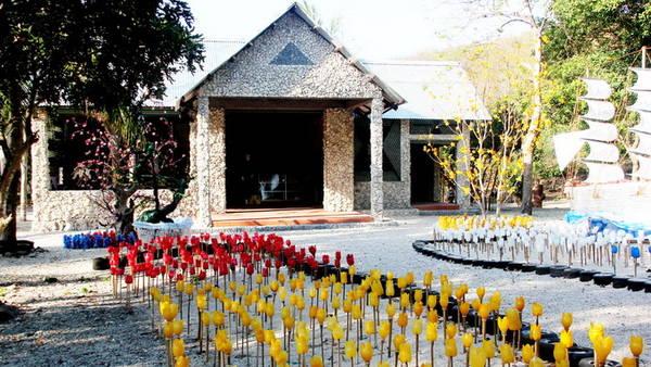 Căn nhà bằng vật liệu phế thải ở Nha Trang