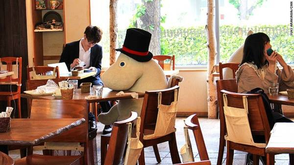 Tokyo có 3 quán cà phê Moomin House, nhưng nổi tiếng nhất là Tokyo Dome  Quán cafe độc đáo giúp khách hàng không còn cô đơn tại Nhật quan ca phe chong co don o nhat ban 5 ivivu