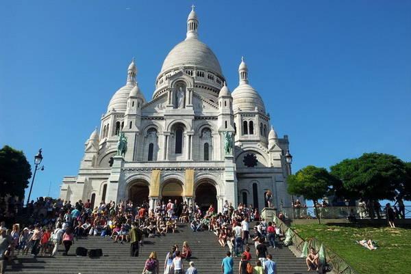 Nhà thờ Thánh Tâm, một trong những điểm hút khách du lịch ở Paris