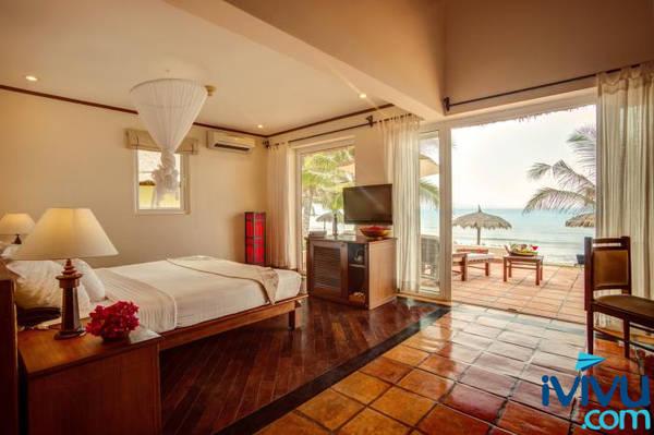 Victoria Phan Thiết Beach Resort & Spa - Những bungalow gần biển như thế này sẽ là lựa chọn hoàn hảo cho các cặp tình nhân, hay những du khách đã trót mang lòng yêu biển.