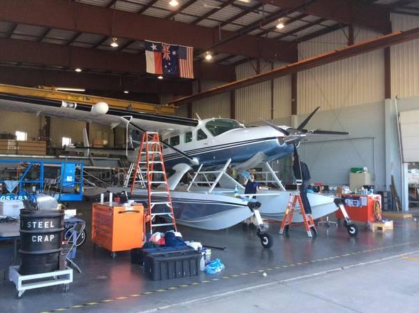 Thủy phi cơ đang được lắp ráp các phần gần xong