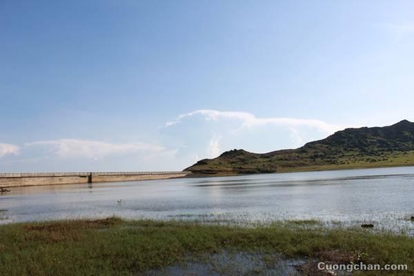 Hồ nước trên miệng núi lửa