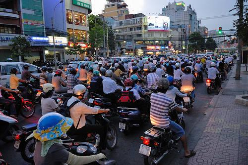 Băng qua đường ở Sài Gòn